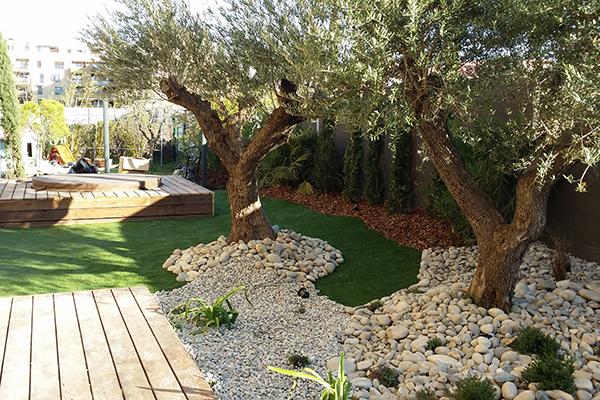 Entretien de jardin avignon vaucluse cr ation d 39 espaces Entretien jardin villeneuve les avignon